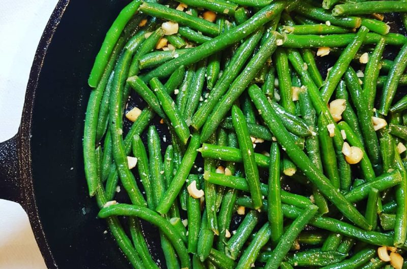 Green Beans with Roasted Peanuts