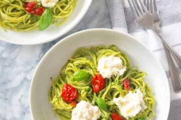pesto pasta with sundried tomatoes and burrata