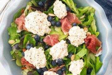 blueberry prosciutto and burrata salad