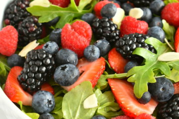 mixed berry arugula salad