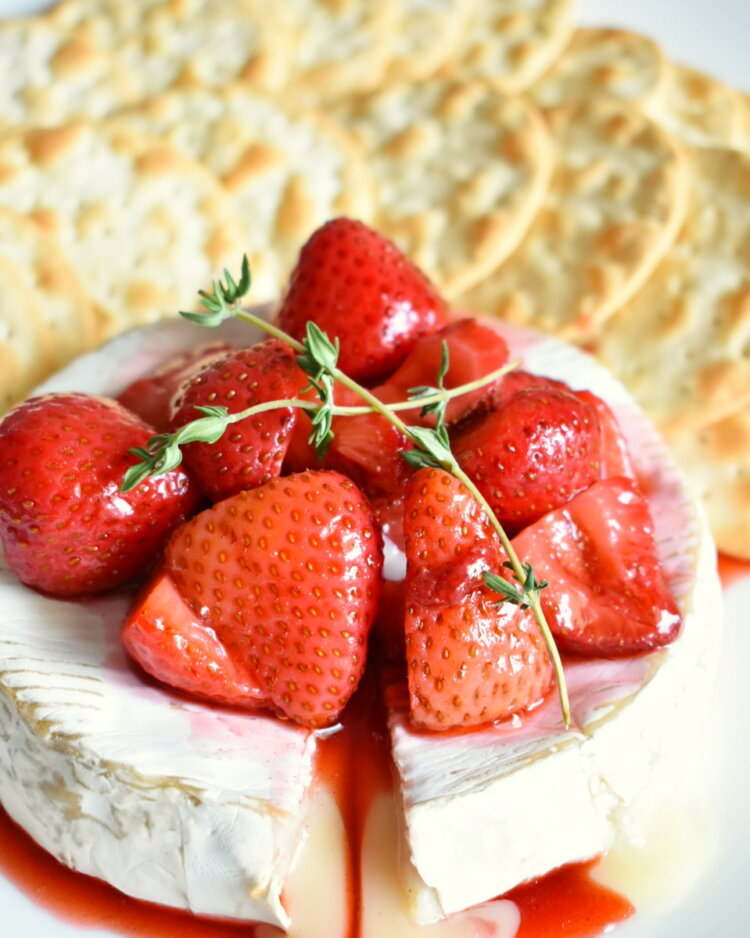 baked brie with balsamic roasted strawberries appetizer