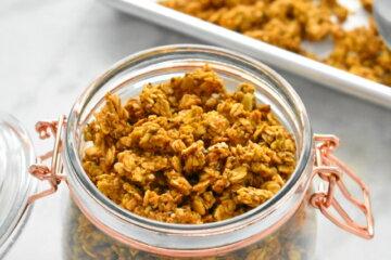vegan healthy pumpkin spice granola recipe